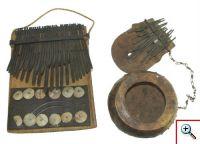 Lamelofones MM 397 e MM 1141 das colecções do Museu da Música